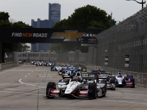 大奖赛赛车穿越底特律