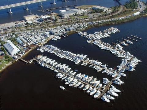 佛罗里达州斯图尔特游艇展的鸟瞰图
